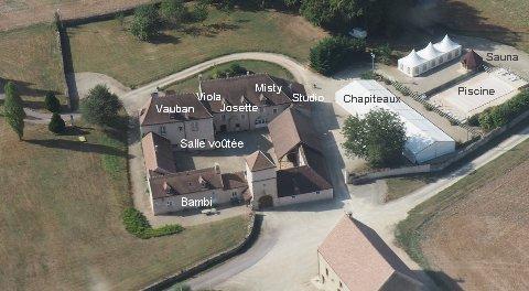 Gites En Bourgogne Locations Grande Capacite Avec Piscine Au Domaine
